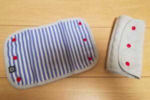 ブルーのストライプ柄の抱っこ紐の肩カバー