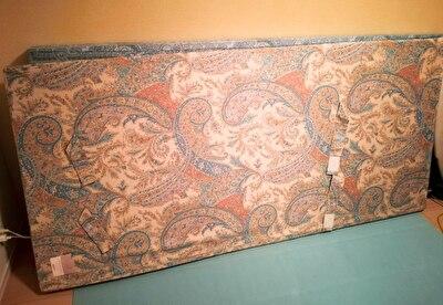 ムアツ布団を部屋の壁に立てかけている写真