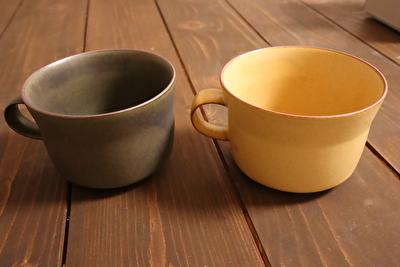 イイホシユミコのオクシモロンシリーズの緑と黄色のマグカップ