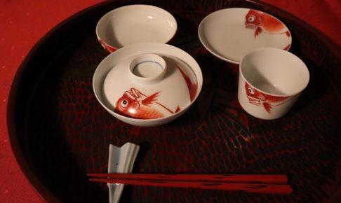 お食い初めのときに使う鯛の絵が描かれている食器