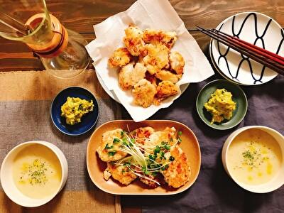 イイホシユミコのお皿を使った唐揚げ、かぼやちゃサラダ、じゃがいものポタージュ、つくねの夜ご飯