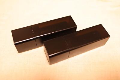 セルヴォークの黒いケースに入ったリップ2本
