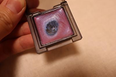 セルヴォーク、インフィニトリーカラー4番ブルーピンク色をケースの蓋を開けているところ