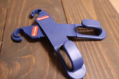 ダイソーで買った車のヘッドにつける荷物を引っ掛ける青いフック