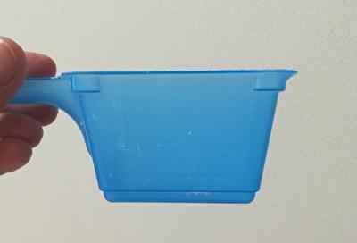 海外版オキシクリーンに付属している軽量スプーンを真横から見た写真