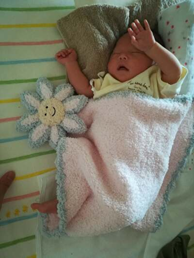 kasiwereのブランケットをかけて眠っている娘の写真