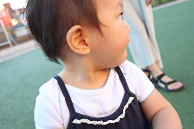 monmimiのキャミソールロンパースを着ている娘の写真
