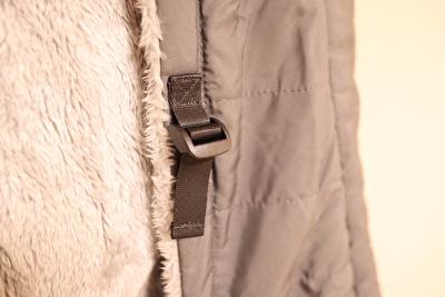 べビーホッパーのエルゴの防寒カバーのアジャスター部分のアップの写真