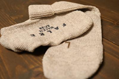 ファルケのウォーキのベージュの靴下