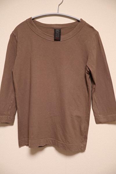 ホームスパンの七分袖の茶色のカットソー