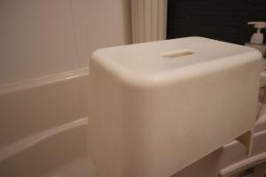 オキシクリーンを使う前のお風呂場のイス