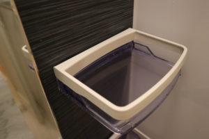 オキシクリーンを使ってぴかぴかになったお風呂場の棚