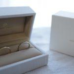 メデルジュエリーの結婚指輪をケースに入れている写真