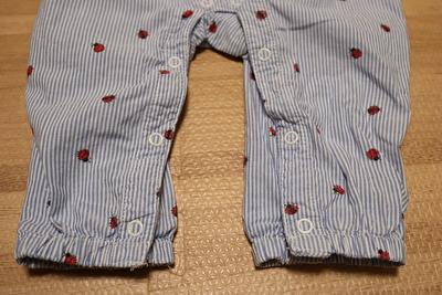 H&Mで買ったストライプとてんとう虫柄のキャミソールオールインワンの裾部分の写真