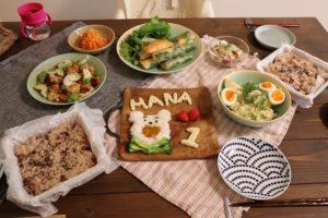 にんじんナムルと春巻きとマリネとお赤飯とポテトサラダとアボカドチキンと離乳食のお誕生日プレート