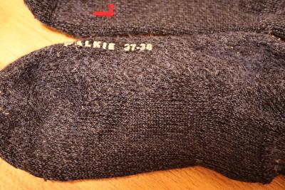 ファルケの靴下の毛玉がついた足裏部分を取った写真