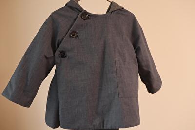 MAKIEのチャコールグレーのGASAジャケットの正面からの写真