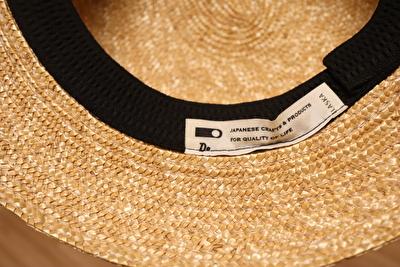 クラスカの麦わら帽子の内側のブランドタグ