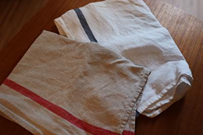 フォグリネンワークの厚地の茶色と白のキッチンクロス