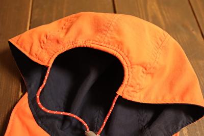 モンベルの子供用帽子の調整部分を一番ゆるくしている状態