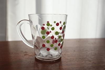 100均ダイソーの水玉柄のプラスチックコップ