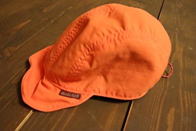 モンベルの子供用のオレンジのキャップ