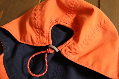 モンベルの子供用帽子の調整部分を一番きつくしている状態