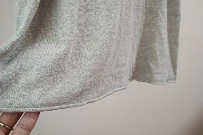 evamevaのevamevaのグレーのワンピースの裾