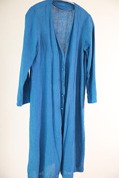 evamevaの青いリネン素材のローブ