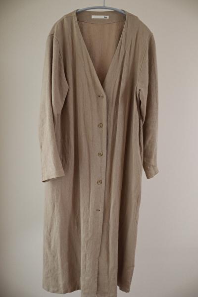evamevaのベージュのリネン素材のジャケット