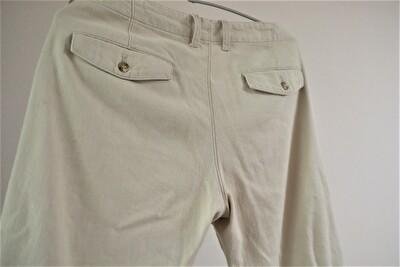 evamevaのベージュの麻のパンツのバッグスタイル