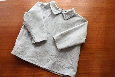 MAKIEのグレーの長袖ブラウス