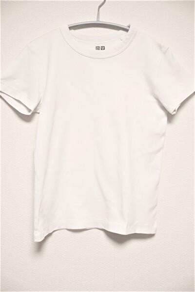 ユニクロUの白いTシャツ