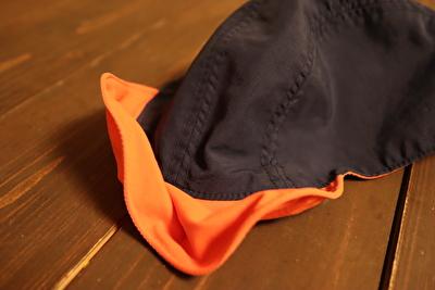 モンベルの子供用の帽子のワイヤー入りのつば部分