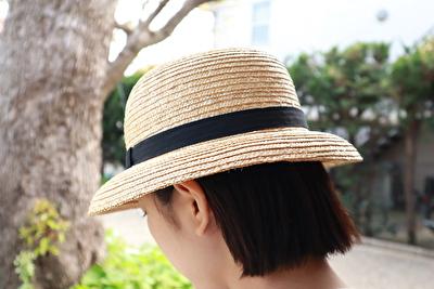 クラスカの麦わら帽子をかぶっている自分の斜め後ろ姿