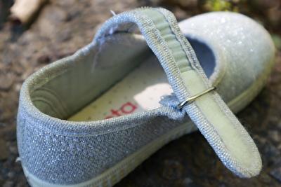 シエンタのシルバーのベルクロの靴の履き口部分の写真