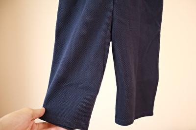 ZARABABYの紺色のサロペットの裾部分