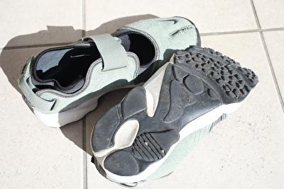 ナイキエアリフトのカーキの靴のソール部分の写真
