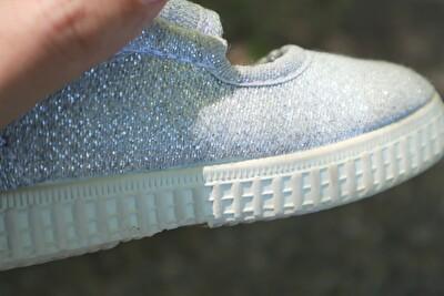 シエンタのシルバーのベルクロの靴のソール部分のアップの写真