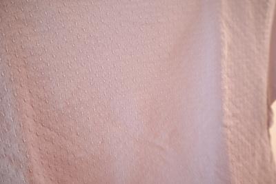 ZARABABYの薄紫のTシャツの生地のアップ