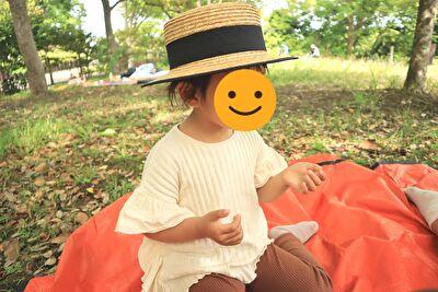 ZARABABYの1-3歳用の麦わら帽子をかぶっている娘