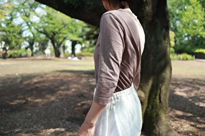 ホームスパンの茶色の七分袖の袖の長さの写真