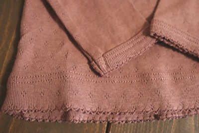 H&Mで買った紫の長袖カットソーの裾と袖先の部分