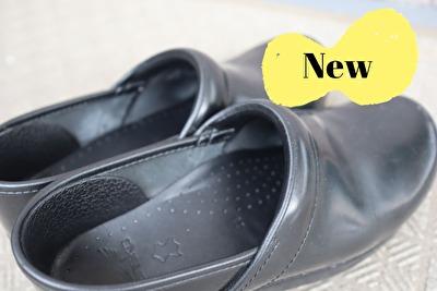 ダンスコの黒のプロフェッショナルの新しい靴の足の入り口部分のアップの写真