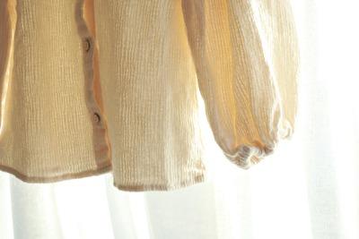 ZARABABYの3‐4歳用の白い襟付きブラウスの袖元の写真