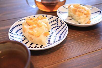 かごやの蒸篭21㎝でホットケーキミックスを使った蒸しパンをお皿に盛っている写真
