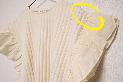 ZARABABYの4-5歳用の白いフリル付きの半袖の肩部分の写真