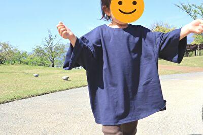 monmimiのmodal38topsのnavyのXLサイズを着ている娘の正面の姿