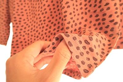 ZARABABY4-5歳(110㎝)用の長袖カットソーの茶色のヒョウ柄の生地感