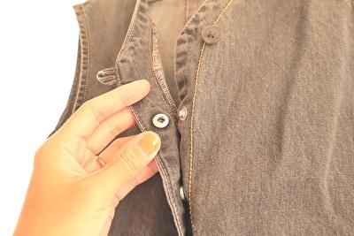 ZARABABYの4-5歳(110㎝)サイズの黒のデニムのオーバーオールのボタン部分